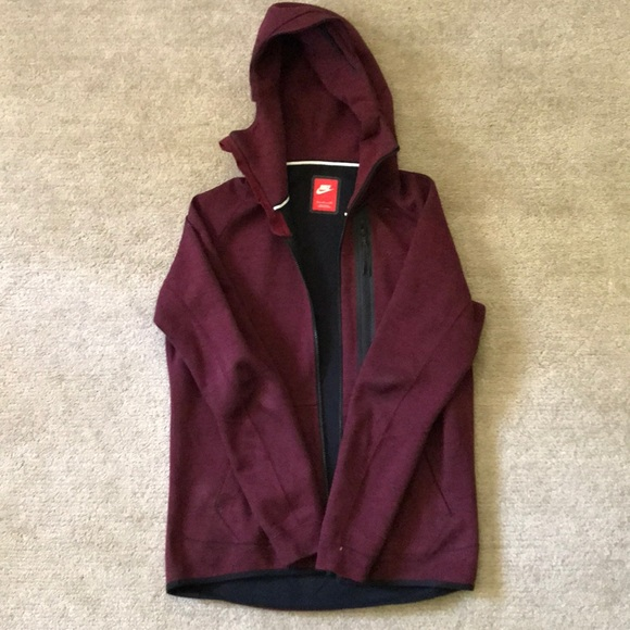 wholesale dealer 07c96 4838c Maroon Nike tech fleece full zip hoodie. M 5b6dd8fc1b16dba55bfa3273